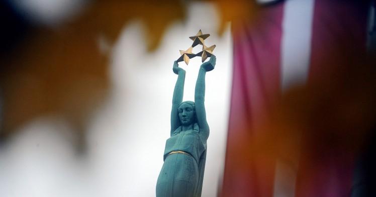 atklats-iespaidigakais-staro-riga-objekts-brivibas-piemineklis-564cc3f21d916